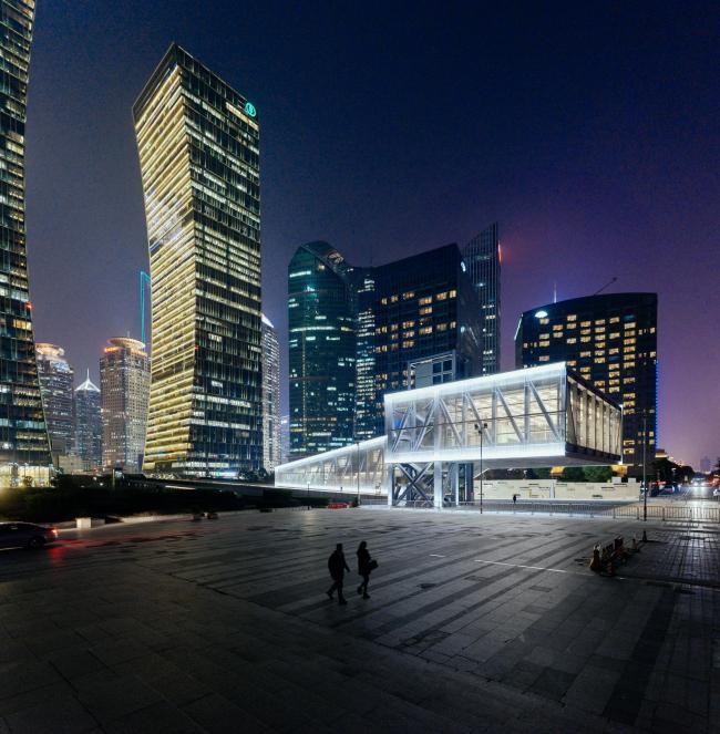 Выставочный центр Луцзяцзуй. Фото: Kevin Mak © OMA