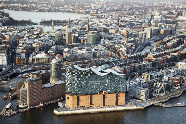 Здание Гамбургской филармонии Elbphilarmonie в процессе строительства. Фото © Maxim Schulz