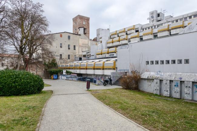 «Восточная жилая единица» (Residenze Est) в Ивреа © Василий Бабуров
