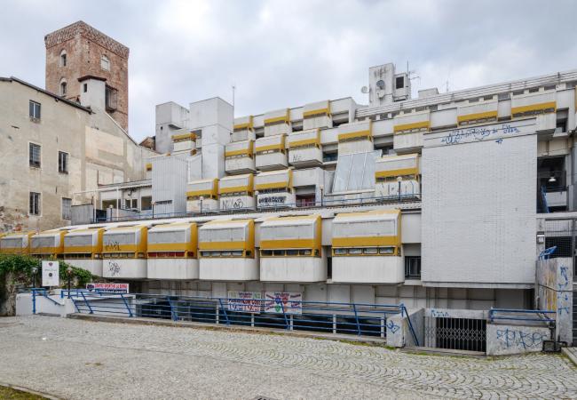 «Восточная жилая единица» (Residenze Est) в Ивреа. Южный фасад © Василий Бабуров