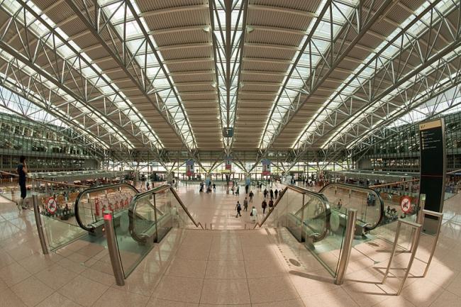 Торговый центр Гамбургского аэропорта. Фото: Medvedev via Wikimedia Commons. Лицензия CC-BY-SA-3.0