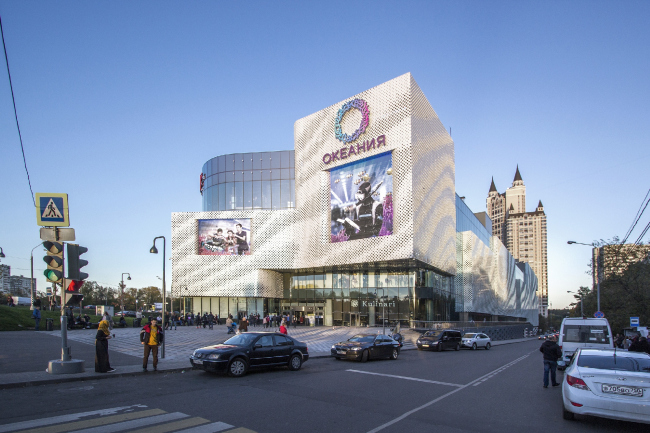 """The main facade and the square before the metro station exit. """"Oceania"""" multifunctional center (facade solution) © Asadov Architectural Bureau"""