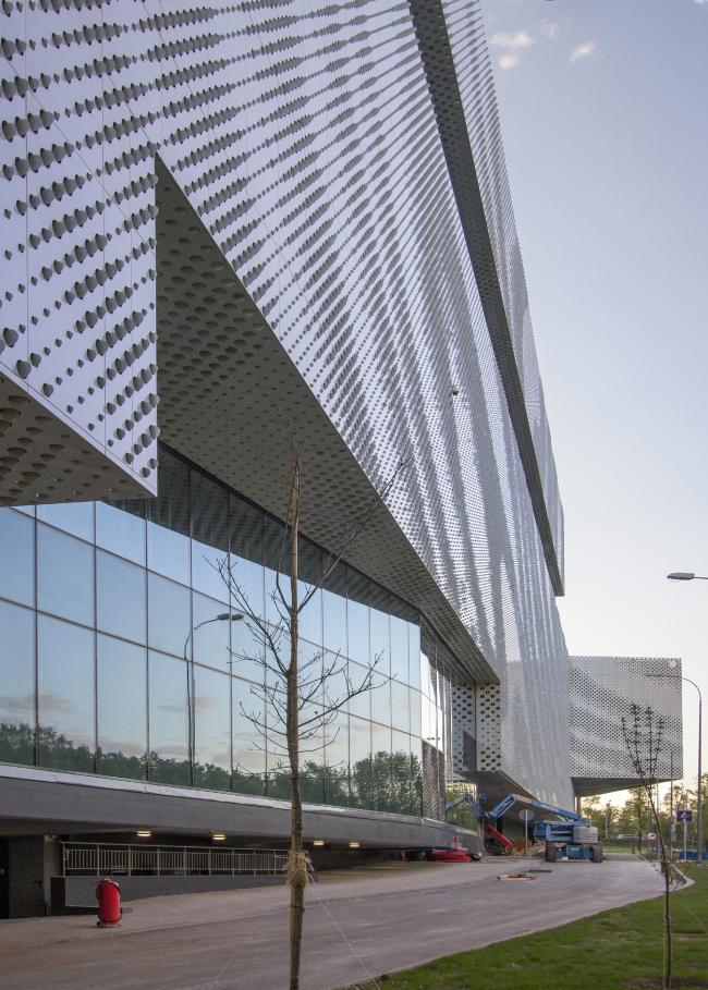 """""""Oceania"""" multifunctional center (facade solutions) © Asadov Architectural Bureau"""