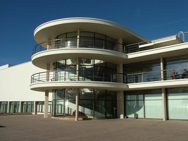 Павильон «De La Warr» в Бексхилл-он-Си. Фото: Kentem/Blackwave via Wikimedia Commons. Фото находится в общественном доступе