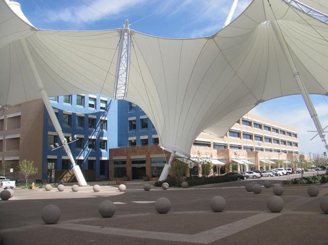 Центр новых технологий и инноваций Аризонского университета. Фото: Cygnusloop99 via Wikimedia Commons. Лицензия GNU Free Documentation License, Version 1.2