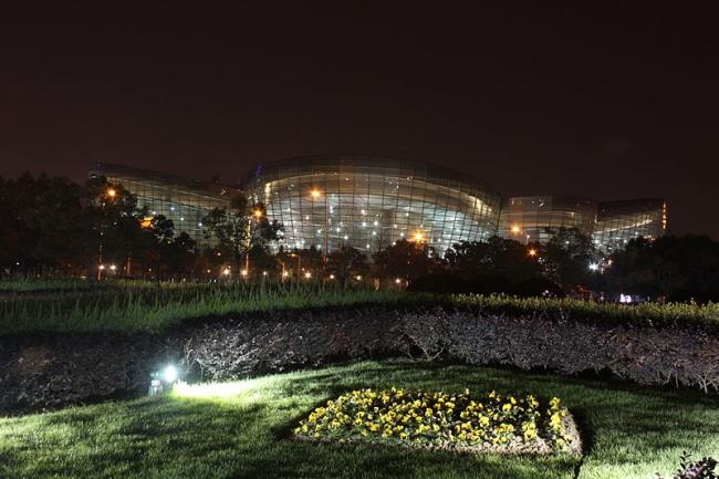 Шанхайский центр искусств Востока. Фотография: J. Patrick Fischer via Wikimedia Commons. Лицензия CC-BY-SA-3.0