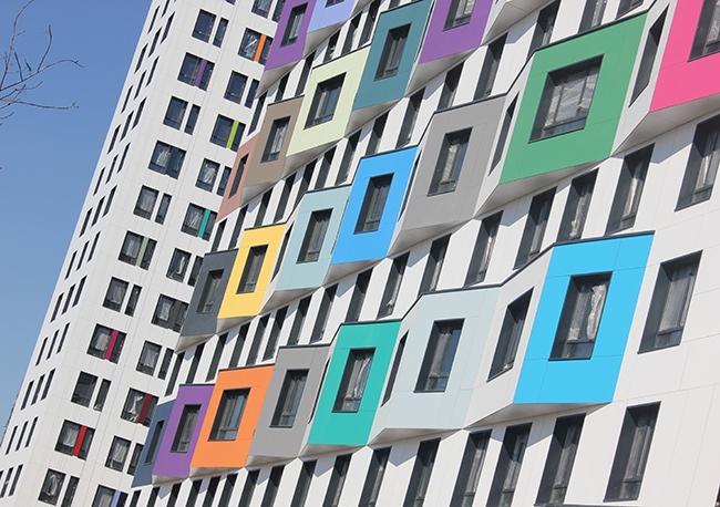 ЖК «Green Park» компании ПИК.  FunderMax Exterior Color. Фотография предоставлена компанией ООО «Декотек Инжиниринг»