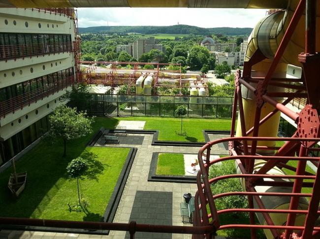Университетская клиника в Ахене. Сад на крыше детского отделения. Фото: ACBahn via Wikimedia Commons. Лицензия Creative Commons Attribution-Share Alike 3.0 Unported
