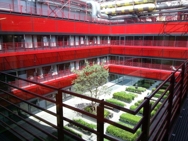 Университетская клиника в Ахене. Сад во внутреннем дворе-террасе после реконструкции. Фото: ACBahn via Wikimedia Commons. Лицензия Creative Commons Attribution-Share Alike 3.0 Unported