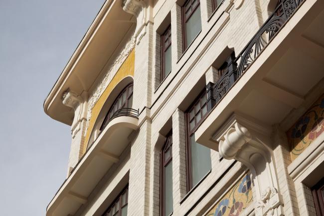 Реставрация дома Сытина. Фрагмент фасада  © Гинзбург Архитектс, фотография Алексея Князева