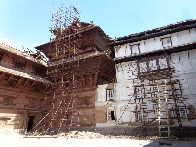 Nasal Chowk of Hanuman Dhoka Palace with pipe scaffoldings set up to remove museum objects and collapsed elements form the nine-storey tower. © Kai Weise
