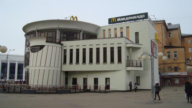 Макдоналдс на площади Революции