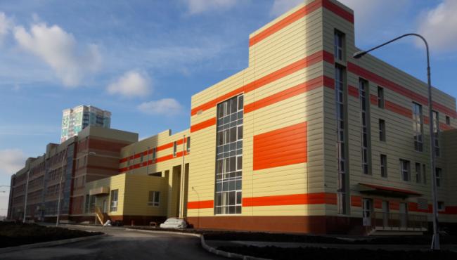 Школа в микрорайоне Левенцовский. Фотография предоставлена «Металл Профиль»