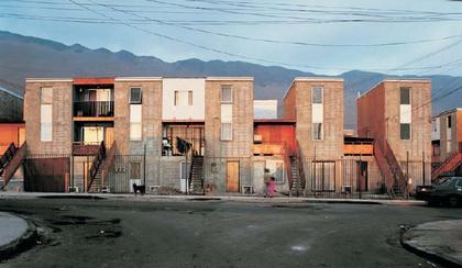 Алехандро Аравена и Elemental. Жилые дома на месте трущоб Кинта-Монрой в Икике
