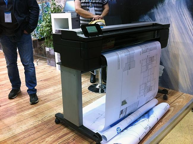 Мультифункциональный широкоформатный принтер HP DesignJet T830.
