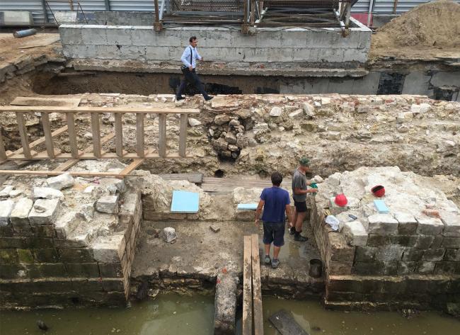 Подземный музей археологии Зарядья. Стена Китай-города. Июль 2016 © Юрий Аввакумов, Георгий Солопов