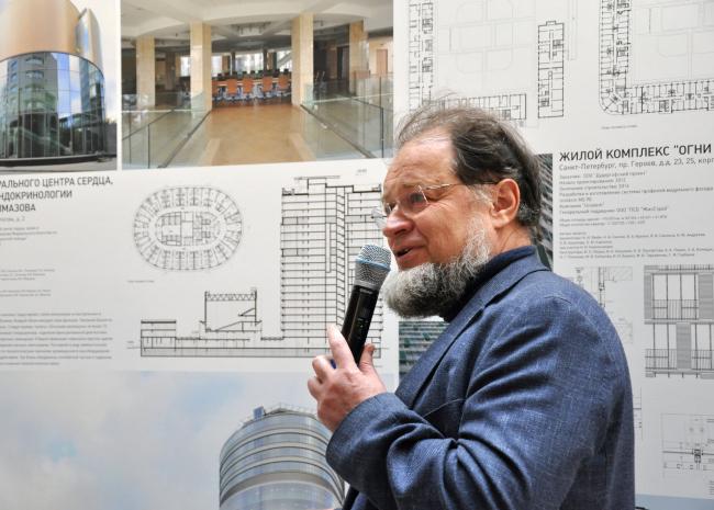 Руководитель «Студии-44» Никита Явейн презентует свои проекты. VI Петербургская архитектурная биеннале 2017. Фотография © Алена Кузнецова, Архи.ру