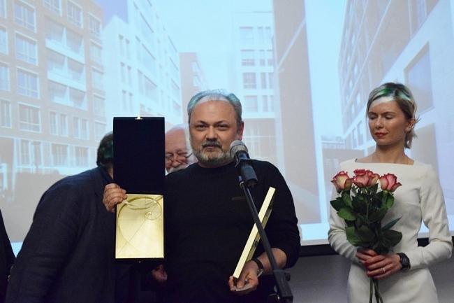 Игорь Шварцман получает главную награду фестиваля. Фотография предоставлена организаторами фестиваля «Золотое сечение»