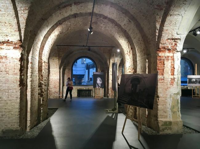 Интерьер реконструированного первого этажа Флигеля «Руина». Фотография © Елена Петухова