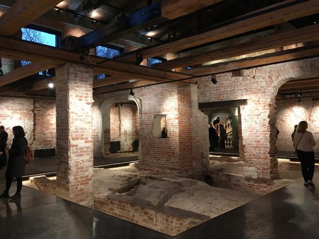 Интерьер реконструированного второго этажа Флигеля «Руина». Фотография © Елена Петухова