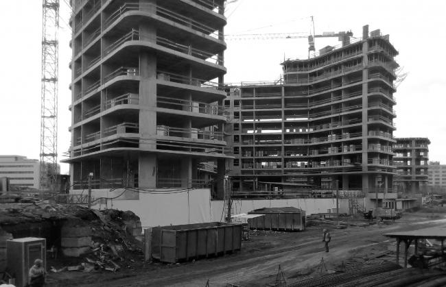 Жилой комплекс «Символ» (очередь 1б). Фотография корпусов в процессе строительства, 2017. Проект, 2016 © ATRIUM