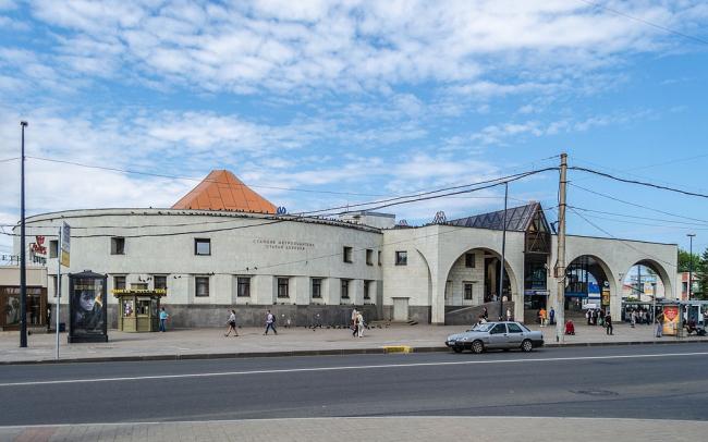 Станция метро «Старая деревня». Alex ′Florstein′ Fedorov via Wikimedia Commons. Лицензия CC BY-SA 4.0