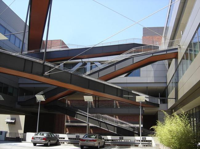 Калифорнийский Институт НаноСистем. Фото: OystersAndTrifle via Wikimedia Commons. Лицензия CC-BY-2.0