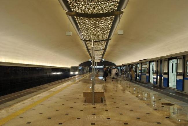 Станция метро «Яшьлек». Фото: TY-214 via Wikimedia Commons. Лицензия  CC BY-SA 3.0