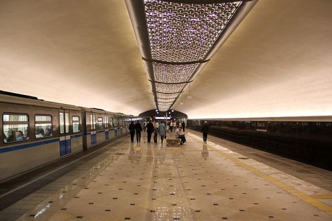 Станция метро «Яшьлек». Фото: TY-Vario Solo via Wikimedia Commons. Лицензия CC-BY-SA-3.0