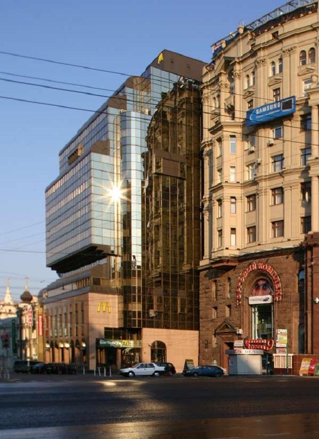 Ресторан и офис фирмы «Москва-Макдональдс». Фотография © Николай Малинин