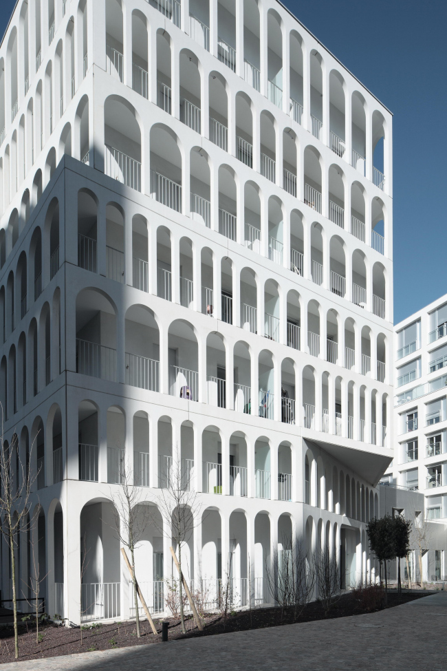 Комплекс социального жилья Arches Boulogne © Benoit Fougeirol