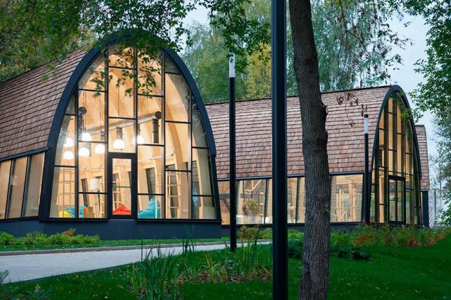 Павильон «Мастерские» второй очереди Городской Фермы на ВДНХ. Фотография © Wowhaus