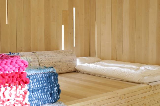 Интерьер хостела, разработанный бюро Konkret и студентами Университета Аалто. Изображение предоставлено журналом «Проект Балтия»