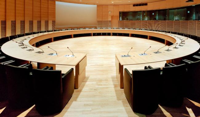 Конференц-зал пристройки к зданию парламента Финляндии Хельсинки, 2004, Helin & Co. Изображение предоставлено журналом «Проект Балтия»