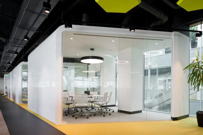 Офис компании Adidas Group. Капсульные переговорные© Архитектурное бюро ABD architects