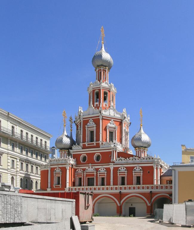 Реставрация церкви Знамения на Шереметьевом дворе. Фото: Ludvig14 via Wikimedia Commons. Лицензия CC BY-SA 3.0