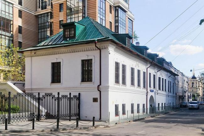 Жилой дом Зиновьева-Юсуповых. Фото: DVRozhkov via Wikimedia Commons. Лицензия CC BY-SA 4.0