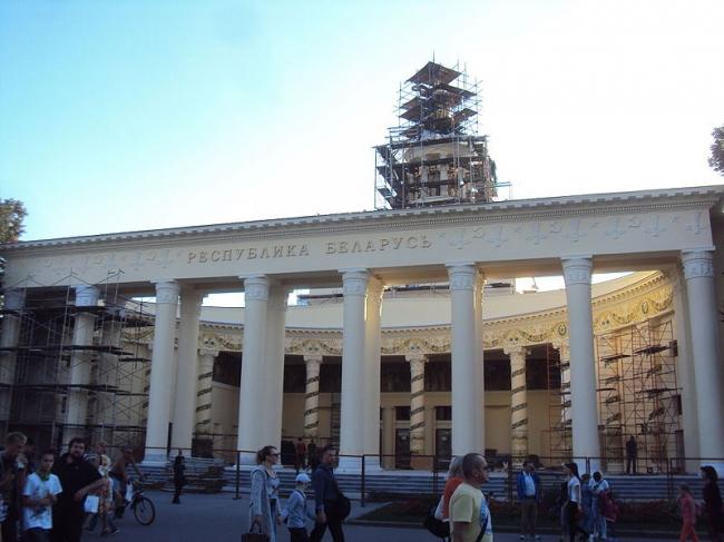 Реставрация павильона «Беларусь» на ВДНХ. В процессе реставрационных работ. Фото: Kemal KOZBAEV via Wikimedia Commons. Лицензия CC BY-SA 4.0