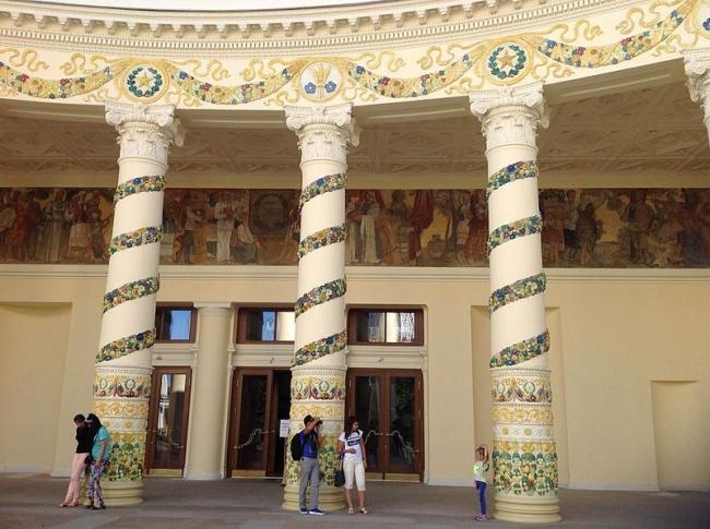 Реставрация павильона «Беларусь» на ВДНХ. Фото: Alexandr Fomin via Wikimedia Commons. Лицензия CC BY-SA 4.0