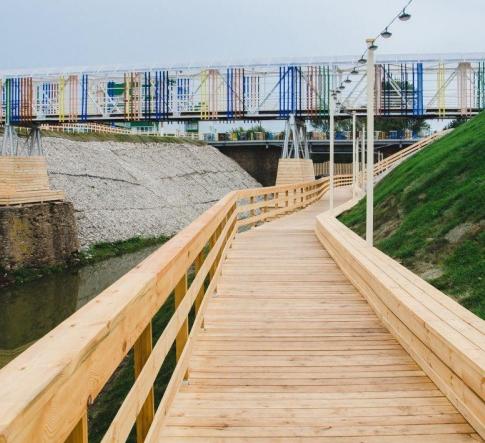 Набережная реки Нурминка в Кукморе. Мастерская «Архитектурный десант». Фотография © Даниил Шведов