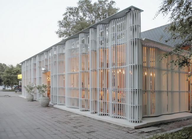 Фасад кафе «Сказка» в Уссурийске. Архитектор Феликс Машков (Конкрит Джангл). Фотография © Владислав Кочетков
