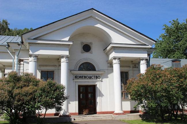 Павильон «Коневодство». Фото: Isobylenskaya via Wikimedia Commons. Лицензия  CC BY-SA 4.0
