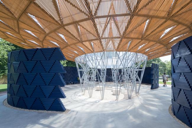 Летний павильон Галереи Серпентайн 2017 © Kéré Architecture. Фото © 2017 Iwan Baan