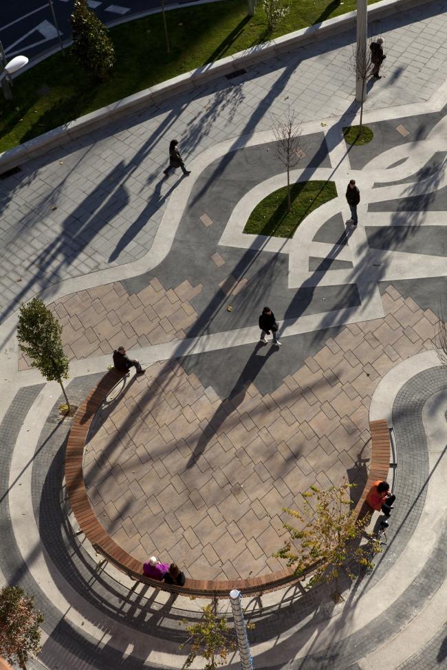 Площадь Рикардо Виньеса, Льейда © EMBT