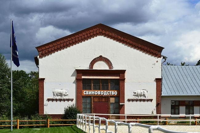 Павильон «Свиноводство». Фото: Д. Иванов via Wikimedia Commons. Лицензия CC BY-SA 3.0