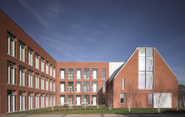 Школа Королевского колледжа в Уимблдоне, Лондон.  Allies and Morrison. Фото © Nick Guttridge