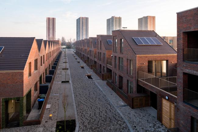 Жилой комплекс Dujardin Mews, Лондон.  Karakusevic Carson Architects + Maccreanor Lavington. Фото © Mark Hadden