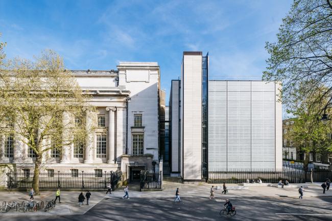 Всемирный центр сохранения и выставок Британского музея.  Rogers Stirk Harbour + Partners. Фото © Joas Souza