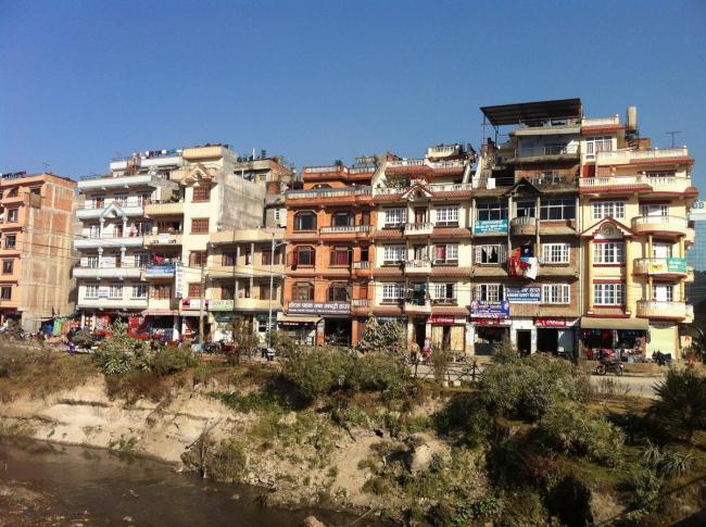 Катманду. Жилые дома в районе Синамангал у реки Багмати. Фото © Екатерина Михайлова