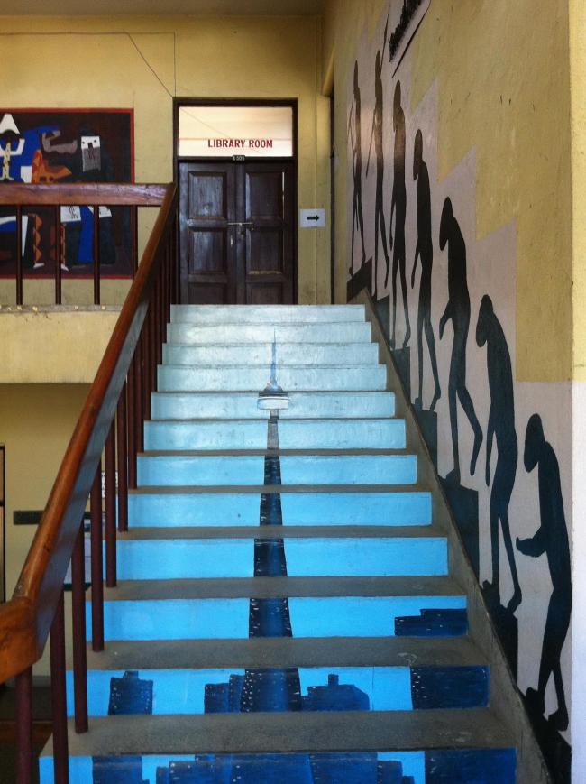 Лестница на кафедре архитектуры факультета инженерного дела Университета Трибхуван, кампус Пулчоук в Патане. Фото © Екатерина Михайлова